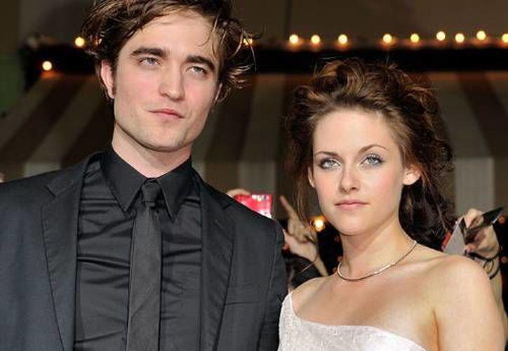 Kristen Stewart y Robert Pattinson se confundió entre las cuatro mil personas asistentes al concierto. (Agencias)