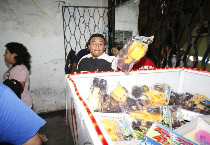 """Miles acudieron al """"bailongo"""" que Grupo SIPSE organizó para promocionar la donación de juguetes dentro del programa 24 x 24. (Milenio Novedades)"""