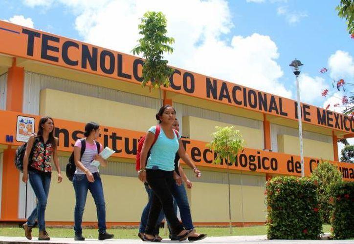 En la Feria Vocacional del Cobach plantel Nicolás Bravo, reunieron a más de 100 estudiantes. (Foto: Redacción)