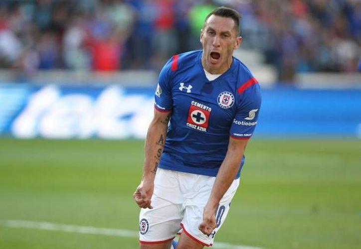 Christian Giménez comentó que se siente en deuda con la afición del Cruz Azul, debido a que no han podido regalarles un título de liga.(Notimex)