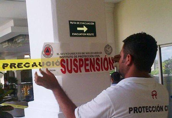 Protección Civil colocó cinco sellos de suspensión en la zona donde ocurrió el accidente.  (Daniel Pacheco/SIPSE)