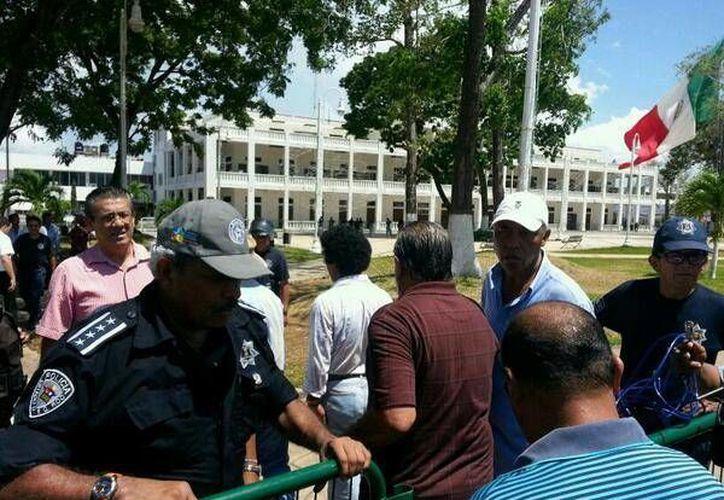 Los productores fueron acompañados por el titular de Seguridad Pública, Bibiano Villa Castillo. (Edgardo Rodríguez/SIPSE)