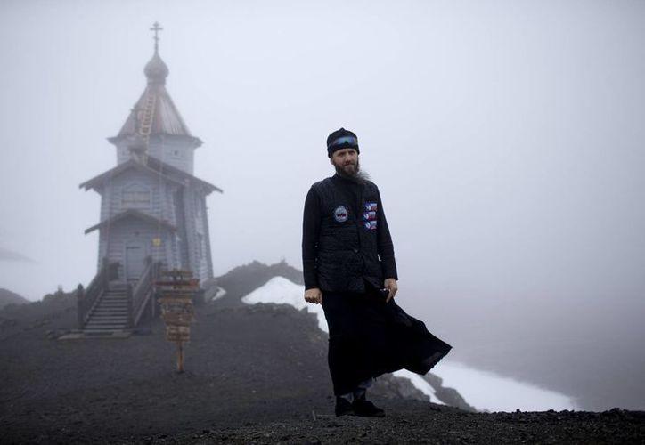 El clérigo ortodoxo Sophrony Kirilov asegura que rezar en esta zona del planeta es algo muy particular. (AP)