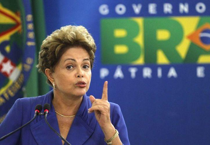 La presidente de Brasil, Dilma Rousseff, redujo sus expectativas de crecimiento este año a 1.8 %. (Archivo/EFE)