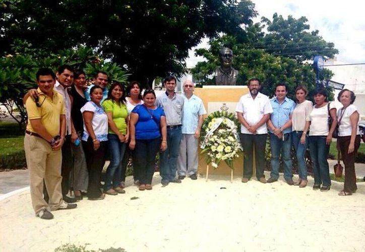 Panistas en el homenaje con motivo del aniversario luctuoso de Correa Rachó, el primer alcalde meridano surgido de las filas del PAN. (SIPSE)