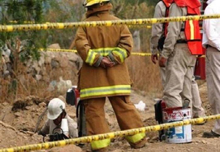 El camión cisterna con el crudo tomado de manera ilegal fue hallado con el motor en marcha. (tiempo.com.mx)