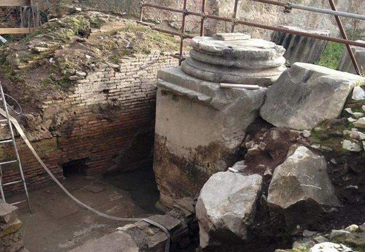 Arqueólogos romanos estiman que el arco tuvo una altura aproximada de 17 metros. (EFE)