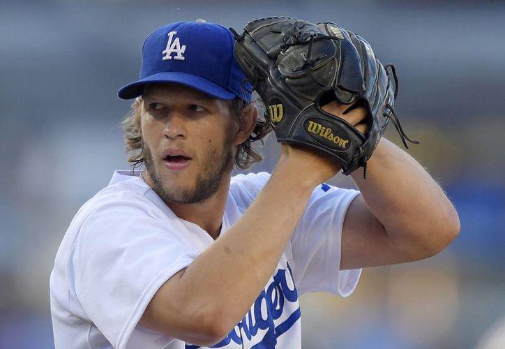 Clayton Kershaw, de Dodgers, durante un juego contra Milwaukee en agosto de este año. (Foto: AP)