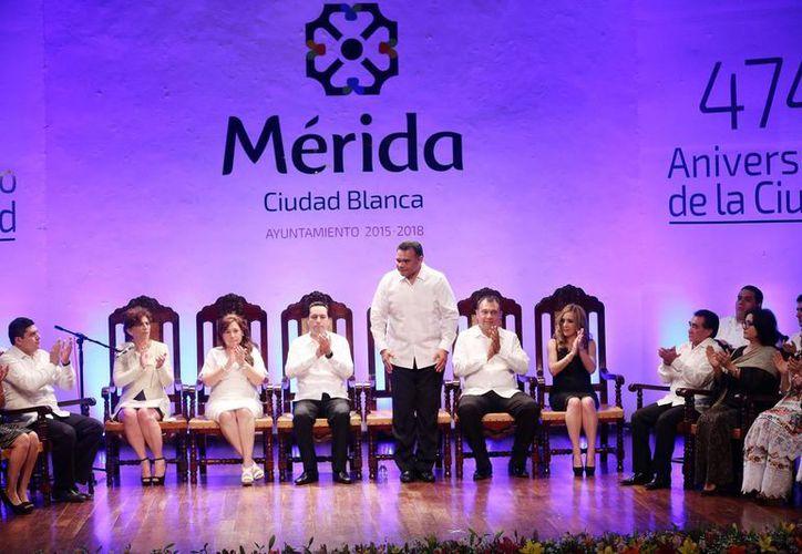El gobernador Rolando Zapata durante la sesión solemne de Cabildo del Ayuntamiento de Mérida durante el 474 aniversario de fundación de la capital yucateca. (SIPSE)