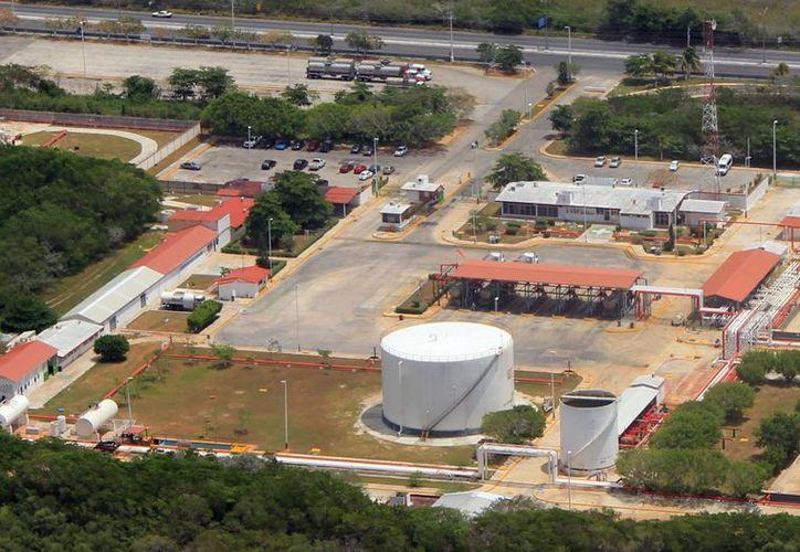 Terminal de Petróleos Mexicanos (Pemex), en Progreso. (José Acosta/SIPSE)