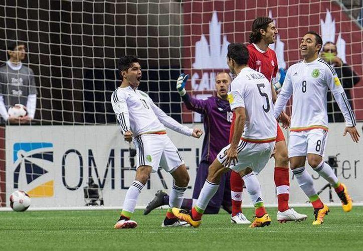 'Tecatito' celebra el gol conseguido en el 71' al sacar un derechazo que le dobló la mano a Borjan para el 3-0. (Imágenes de Mexspot)