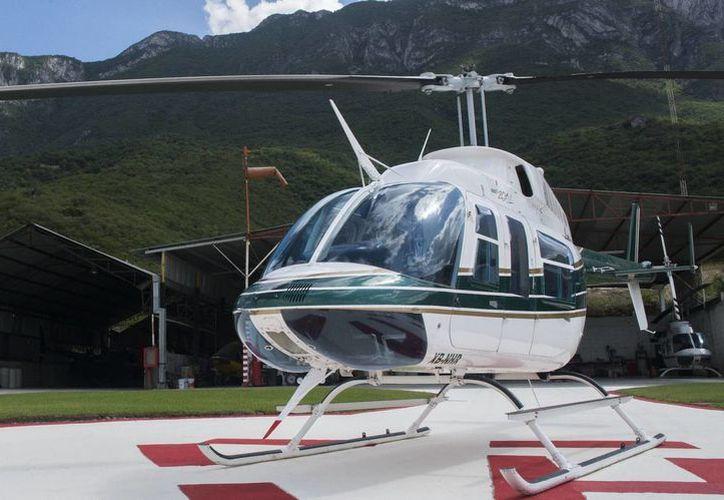 La aeronave perdió la comunicación con la torre de control y en ella viajan dos personas; un empresario y el piloto. Imagen de contexto de un helicóptero en Monterrey. (wishbird.com)