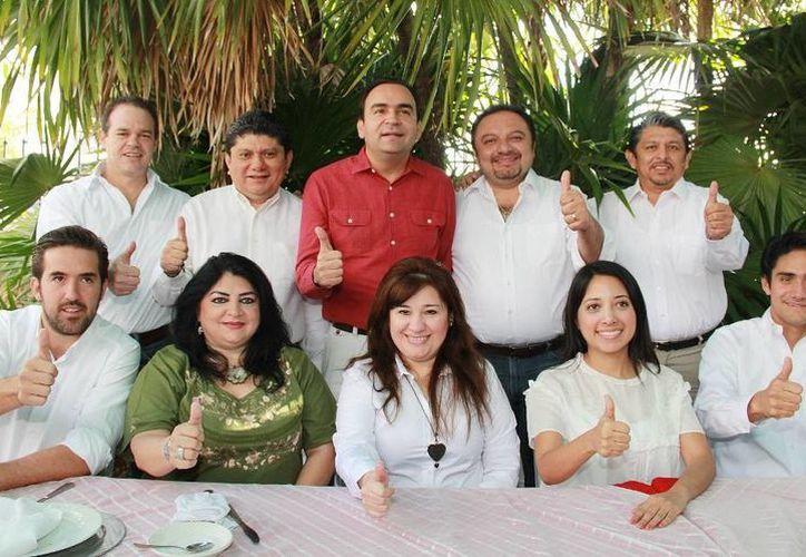Precandidatos priistas participaron en un desayuno en la Fundación Colosio Yucatán. (SIPSE)