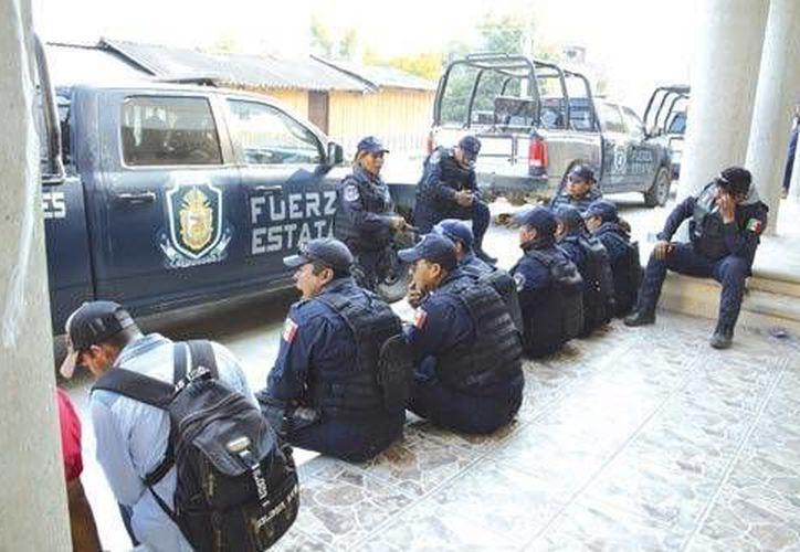 Campesinos liberaron a los 12 policías retenidos desde ayer tras las detenciones en Autopista del Sol; buscan reanudar diálogo con el gobierno de Guerrero. (lajornadaguerrero.com.mx)