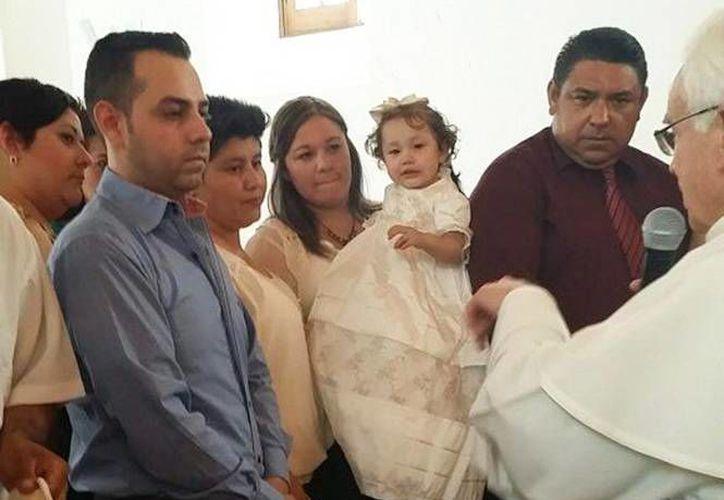 Esta es la primera ocasión que la Iglesia mexicana accede a bautizar a un hijo de una pareja del mismo sexo. (Excélsior)