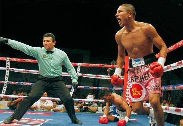 La pelea entre Román 'Rocky' Martínez y el retador obligatorio, el yucateco Miguel 'Alacrán' Berchelt aún no tiene fecha ni sede, sin embargo, este martes la empresa Max Boxing ganó la subasta. (Archivo zonadeboxeo.com)
