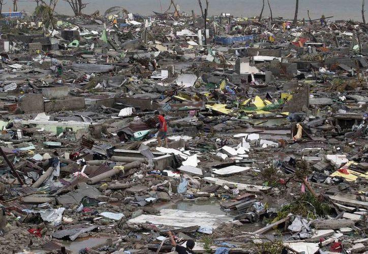 Filipinas es golpeada por unos 20 tifones cada año, uno de los más letales fue Haiyan, que dejó miles de muertos.  (AP)