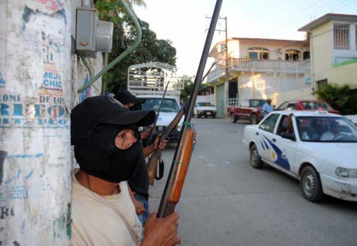 Presuntos integrantes del crimen organizado atacaron de manera simultánea a las guardias comunitarias que operan en Buenavista Tomatlan y Tepalcatepec. (Archivo/Notimex)