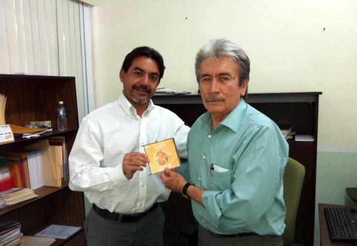 El consejero del IPEPAC, Carlos Pavón, y Angel Rodríguez, de la SEE. (SIPSE)
