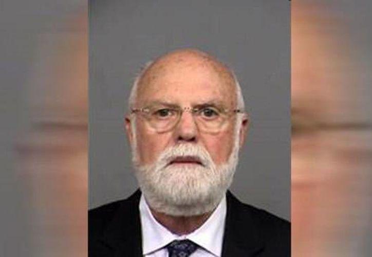 El médico Donald Cline asegura ante la justicia que nunca usó sus muestras de esperma para fertilizar a sus pacientes. (news10.com)