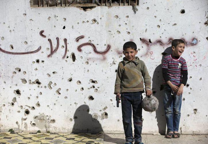 La televisión oficial siria anunció el cese de operaciones bélicas en todo el país. (AP)