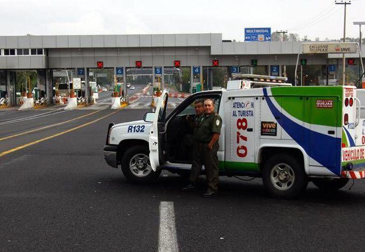 Empleados de los Ángeles Verdes se encargan una vez más de que los vacacionistas y conductores en general tengan un viaje más seguro en carreteras de México. (lvistobueno.com.mx)