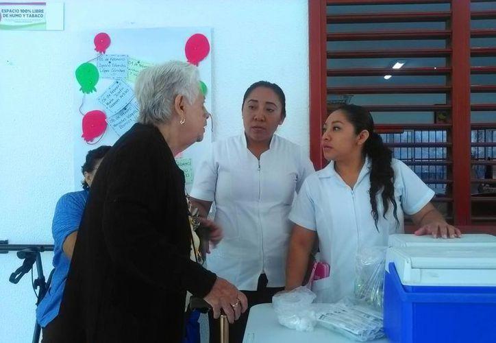 Las seis mil dosis, destinadas para el municipio de Solidaridad en este periodo, se están aplicando a la población en general. (Daniel Pacheco/ SIPSE)