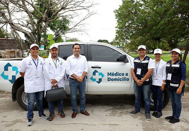 El Gobernador estuvo acompañado de médicos, enfermeras, nutriólogos y trabajadores sociales.(Foto: Milenio Novedades)