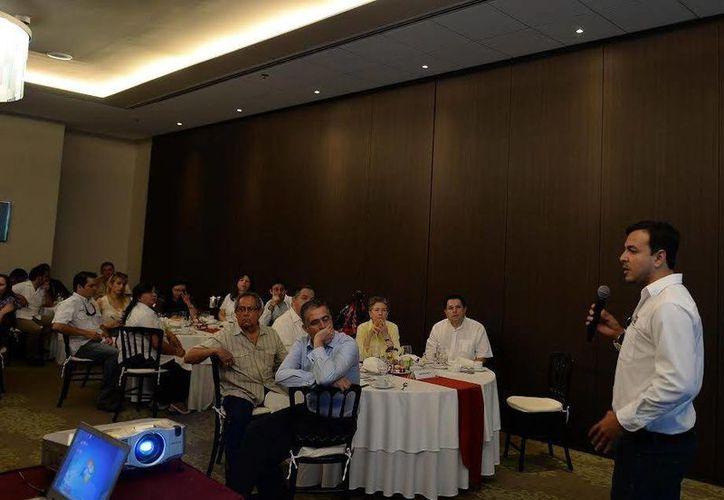 Durante la presentación de la ruta, se indicó que si la afluencia lo justifica aumentarán frecuencia de vuelo. (Luis Pérez/SIPSE)