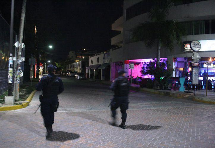 Dueños de negocios aseguran que no hay afectaciones por violencia en Playa del Carmen, sin embargo, los presentes afirman lo contrario.