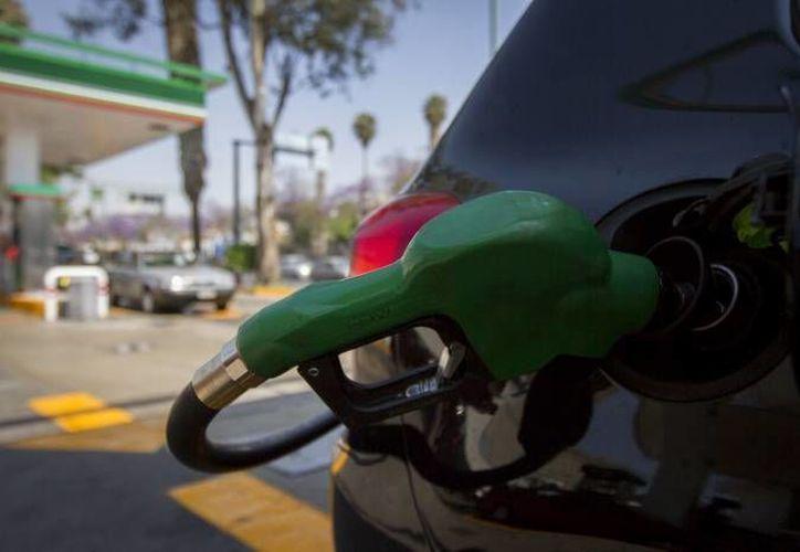 Zenzzer ya está a la venta. Es una aplicación para corroborar que en cualquier gasolinera sirvan litros completos de gasolina. (SIPSE)