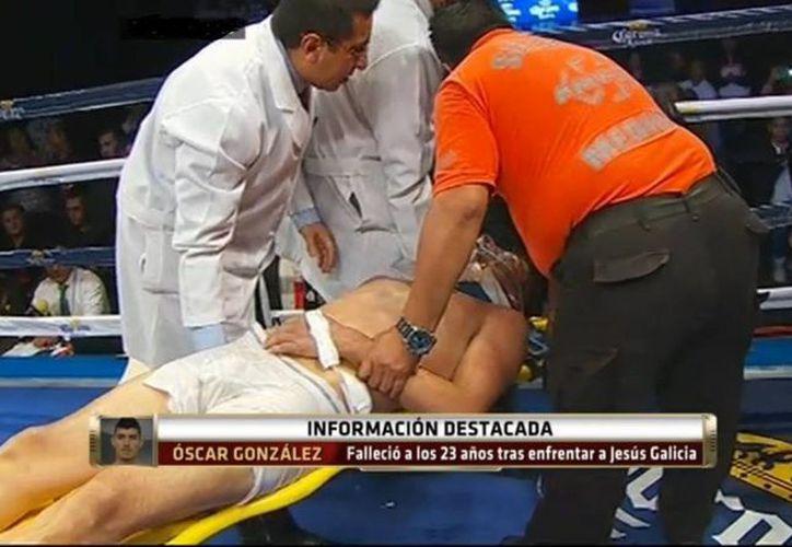 Oscar González, El Fantasma, perdió el conocimiento en el décimo asalto y falleció en un hospital el lunes. (Captura de pantalla de YouTube)