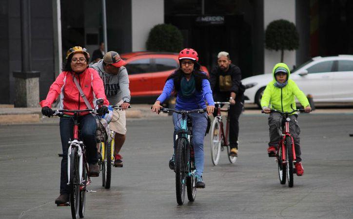El frente frío número tres ya está ubicado en el noroeste del país, según informa el SMN. Imagen de contexto de capitalinos durante un paseo dominical en la ciudad de México. (Archivo/Notimex)