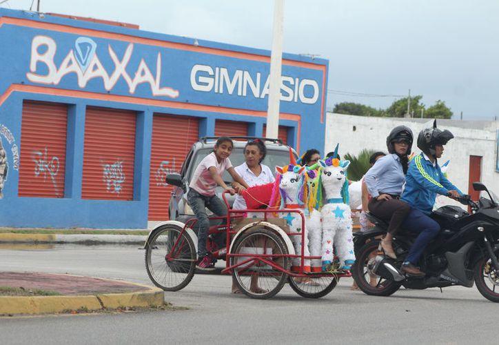 Es obligación del ciclista contar con el engomado de la tesorería municipal y mostrarlo a las autoridades que se lo requieran. (Foto: Daniel Tejada)