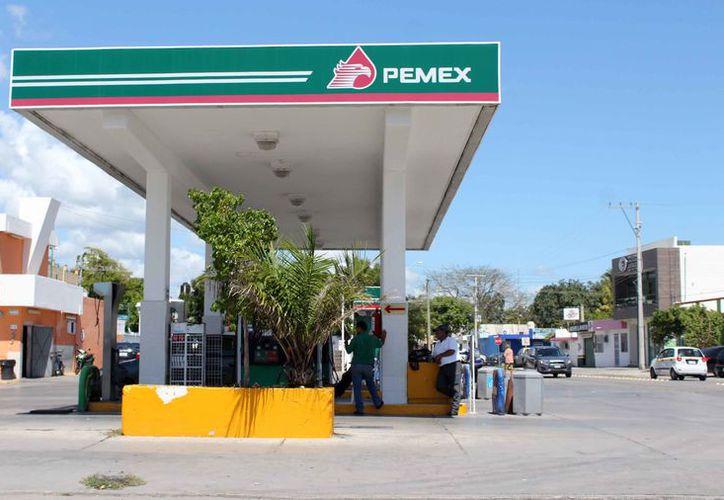 Las gasolineras son un fuerte potencial de explosiones para 72 colonias de la ciudad. (Joel Zamora/SIPSE)