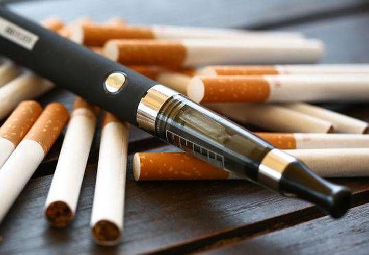 Esta moda seduce a jóvenes y amarra a quienes buscan dejar el cigarro tradicional. (Contexto/Internet)
