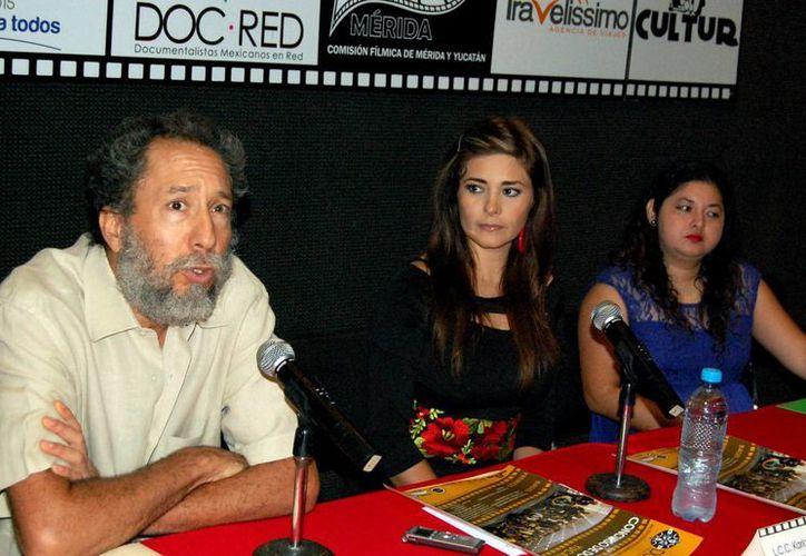 El anuncio del concurso estuvo  a cargo de Oscar Urrutia, Karla Medina y Glenny Torres. (Wilbert Arguelles/SIPSE)