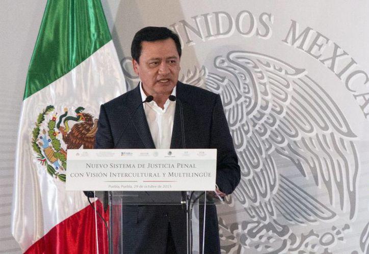 En conferencia de prensa, Miguel Ángel Osorio Chong dijo que que los foros sobre el debate de la marihuana comenzarán a partir de la tercera semana de enero y se llevarán a cabo en regiones. (Archivo/Notimex)
