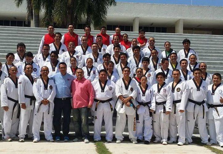 El diplomado del módulo siete, se impartió en la Universidad Anáhuac Mayab y estuvo avalado por la Federación Mexicana de Tae Kwon Do. (Redacción/SIPSE)