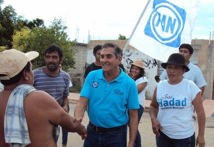 José Hadad Estéfano visitó la colonia Antorchista de la capital.  (Harold Alcocer/SIPSE)
