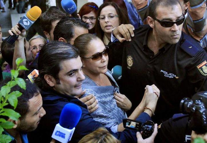 Se cree que la cantante Isabel Pantoja podría entrar a prisión durante la noche. (Agencias)