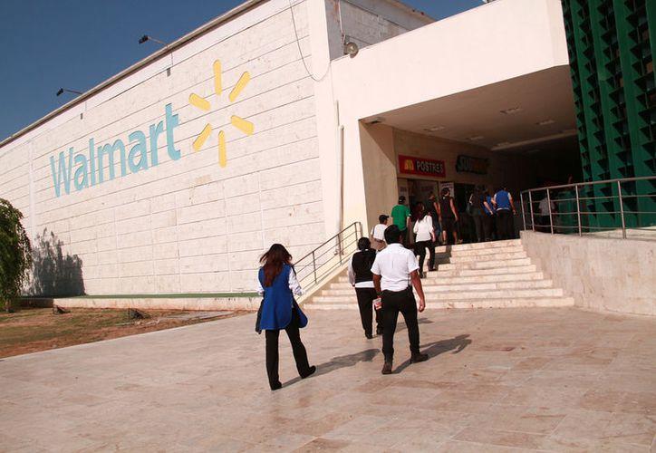 Los trabajadores de las cadenas Walmart y Bodega Aurrerá, de Mérida y Motul, realizarán un paro laboral este sábado. (Imagen de archivo/ Milenio Novedades)
