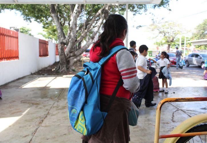 La SEQ informó que la asistencia en todos los demás planteles de este lunes fue normal, reiniciando labores más de 300 mil estudiantes y cerca de 15 mil maestros. (Joel Zamora/SIPSE)
