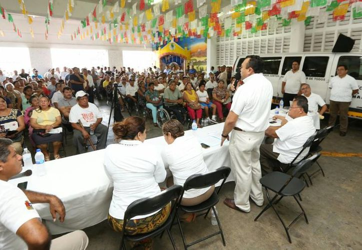 Durante la reunión el secretario general del Suchaa anunció beneficios que la actual administración ha logrado. (Carlos Horta/ SIPSE)