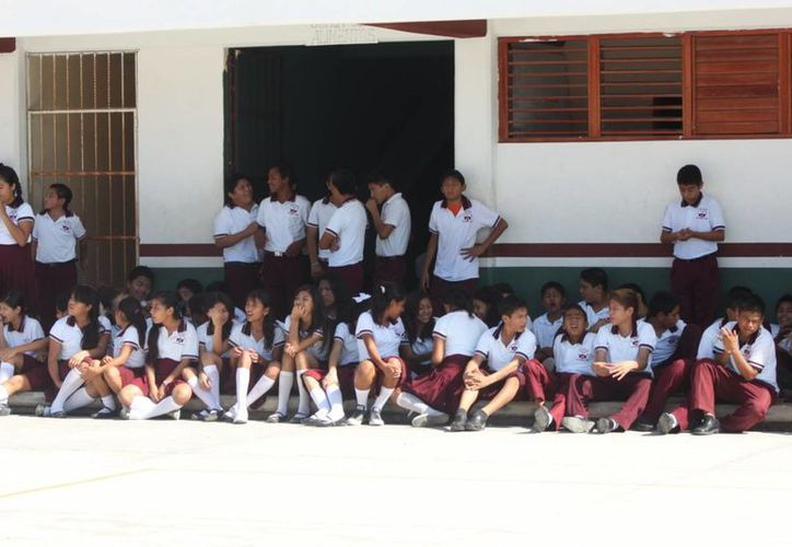 En los primeros tres días del próximo curso escolar los alumnos recibirán paquetes de útiles escolares. (Adrián Barreto/SIPSE)