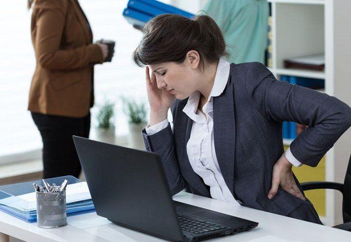 Pasar mucho tiempo sentado provoca una afectación en la que el corazón se debilita progresivamente. (Foto: Contexto)