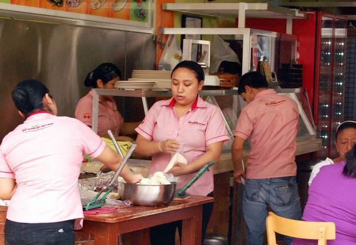 Los comerciantes yucatecos buscan cumplir con las nuevas normas federales. (Milenio Novedades)