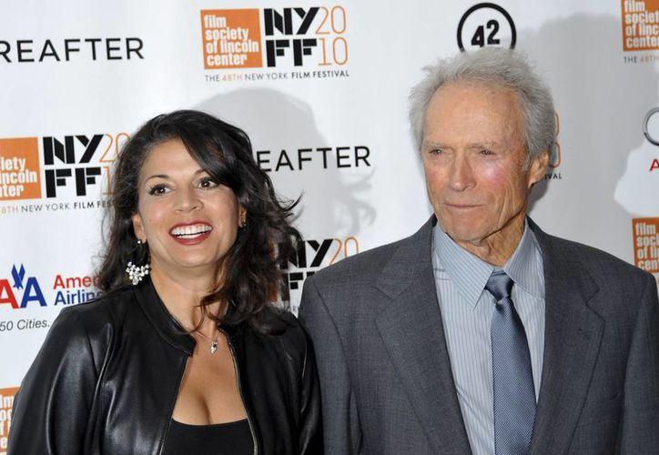 Dina contrajo nupcias con Eastwood en marzo de 1996. (Agencias)