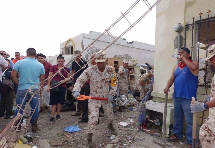El lunes 25 de mayo un tornado afectó a  Ciudad Acuña, y en unos segundos provocó la muerte de 13 personas. En la imagen, un grupo de soldados aplicando el Plan DN-III. (Archivo/Notimex)
