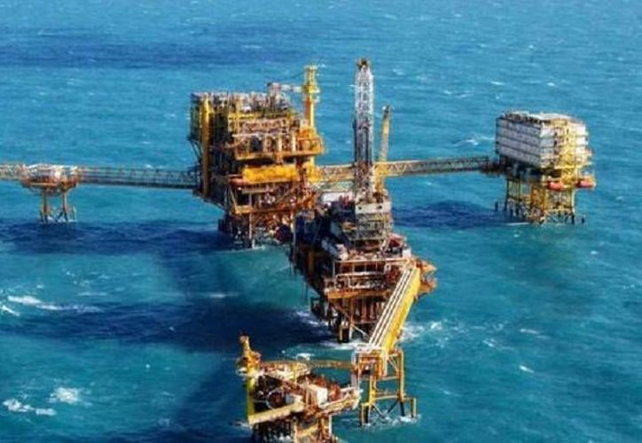 Aunque México rara vez ha importado petróleo, sí compra al exterior alrededor de la mitad de la gasolina que consume. (Foto especial tomada de Milenio)